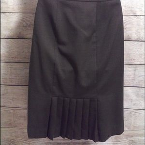Ann Taylor grey pencil skirt pleated detail size 6